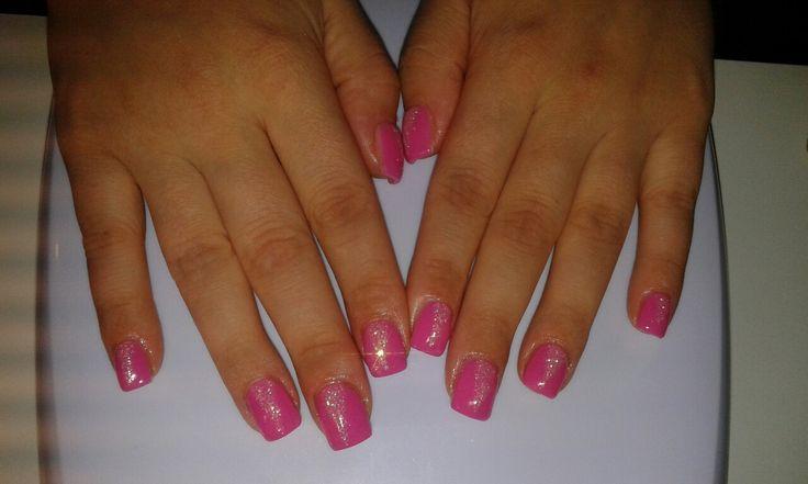 Unghie rosa con punte glitter