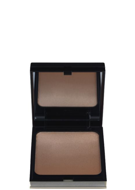 Peyton List uses this bronzer to emphasize her cheek bones to give her the perfect spring glow. http://tvgd.co/1xJUDsI
