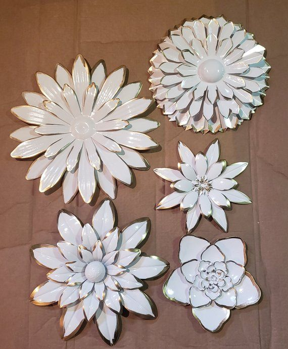 These 5 Beautiful Metal Wall Flowers Would Look Great Anywhere Largest Are Approx 16 In Diameter A Metal Flower Wall Decor Metal Wall Flowers Flower Wall Art
