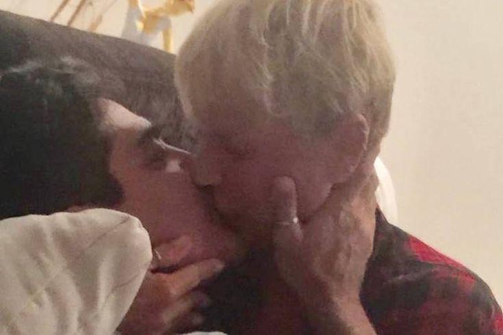 Xuxa posta foto dando beijão em Junno Andrade e se declara - #Beijo, #DeclaraçãoDeAmor, #Junno, #JunnoAndrade, #Xuxa, #XuxaMeneghel - http://area.vip/lhs1eV
