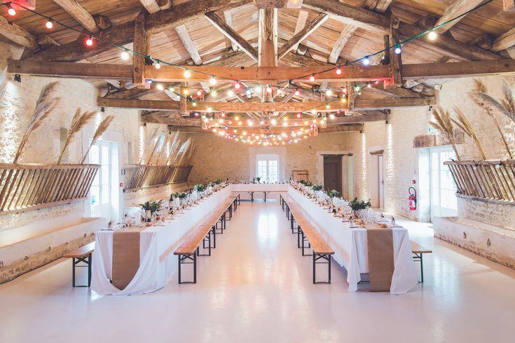 Biertafels: huur biertafels van je buur en gooi er een groot tafelkleed over. Megachic! #duurzaam #trouwen
