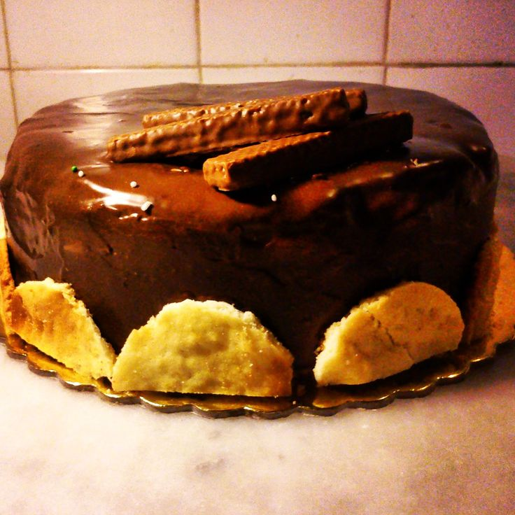 chocolate cake with wafer sheets
