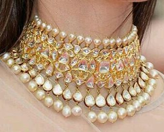 By Sunita Kapoor. Bridelan - Personal shopper, stylist & luxury consultants for Indian/NRI weddings, website www.bridelan.com #polki #polkinecklace #weddingnecklace #jadaunecklace #bridalnecklace #uncutdiamondspolkinecklace #diamondpolkijewellery #traditionalindianjewellery #polkibridalset #oversizeduncutdiamonds #bridelan #bridelanIndia #personalshopperindia #jewelleryshoppingindia #polkiweddingjewellery