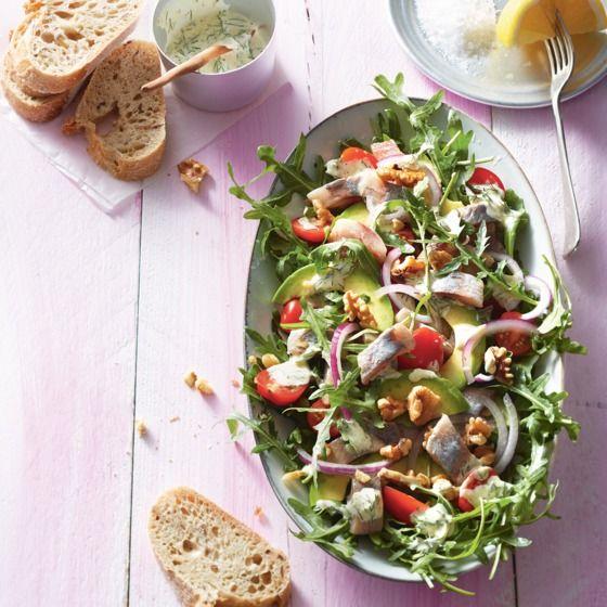 Snelle maaltijdsalade met haring en avocado. #JumboSupermarkten #recept #haring