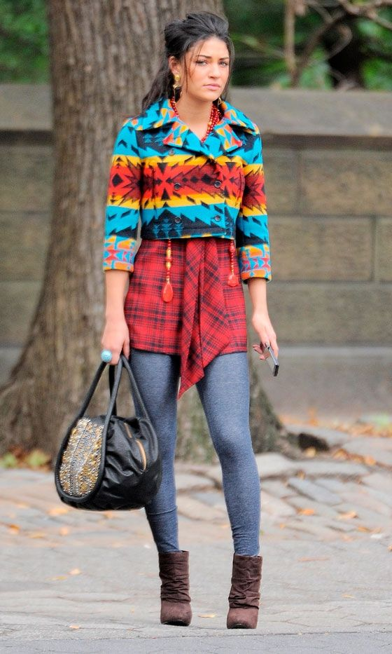 Jessica Szohr Clashes Her Prints As Vanessa Abrams On The Set Of Gossip Girl *
