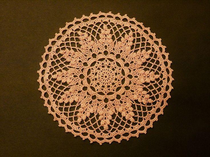 もうすぐ敬老の日なので、リンドウのドイリーを編んでみました。久しぶりのパプコーン編み。疲れた・・・^^;↑画像をクリックすると大きくなります。編み図です↓...