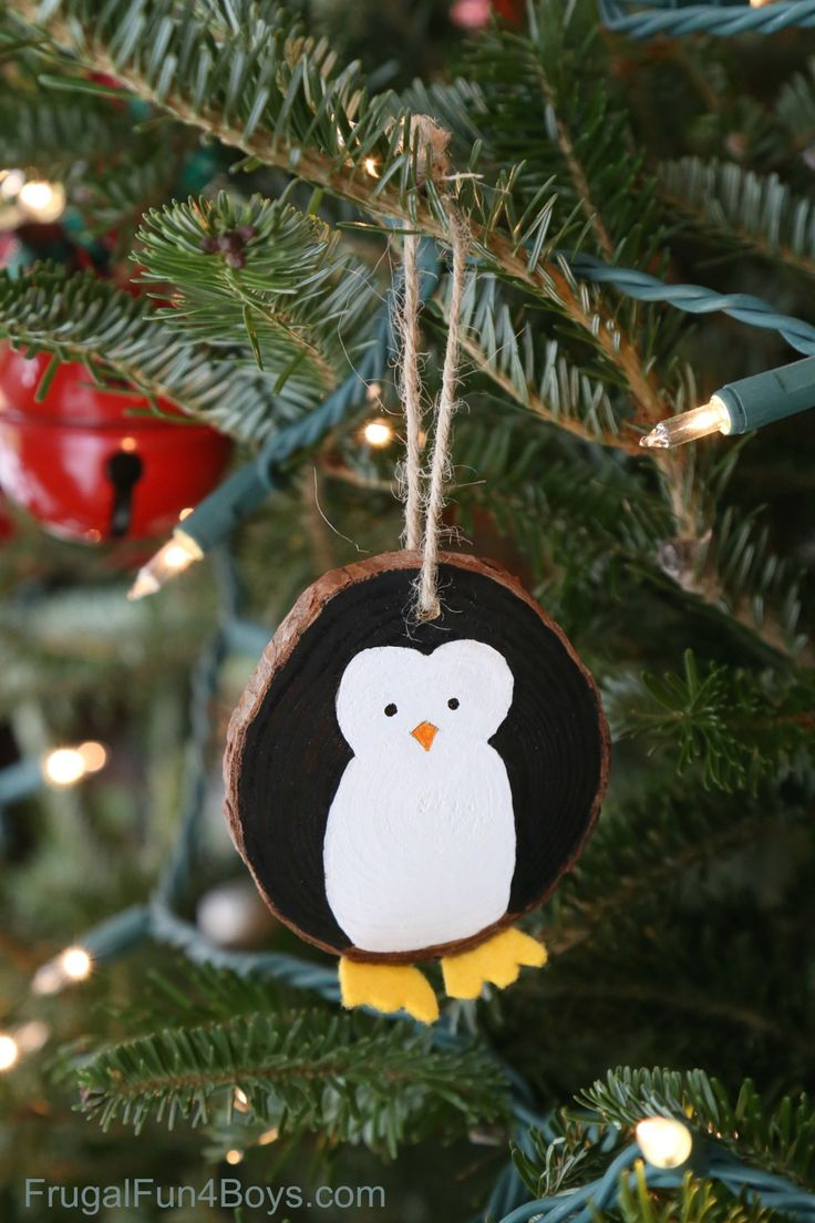 Wood Slice Penguin Christmas Ornaments - So adorable!