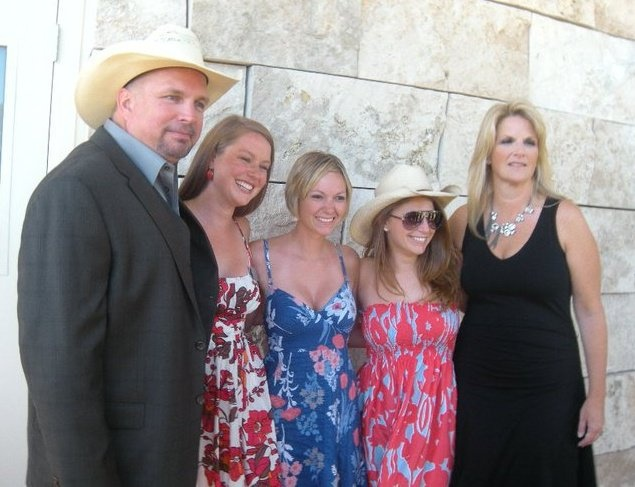 Trisha yearwood daughters pictures to pin on pinterest for Christopher latham trisha yearwood