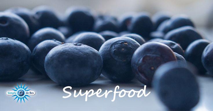 Blauwe bessen dragen bij aan het verlagen van de kans op kanker en hart- en vaatziekten! Dat onderzocht de Universiteit van Maastricht in de periode van 2008-2013. Ook helpen blauwe bessen om obesitas en diabetes te voorkomen. Daarom mag de blauwe bes met recht een SUPERFOOD worden genoemd! #superfood #blueberry #blauwebes #diabetes #obesitas #gezond