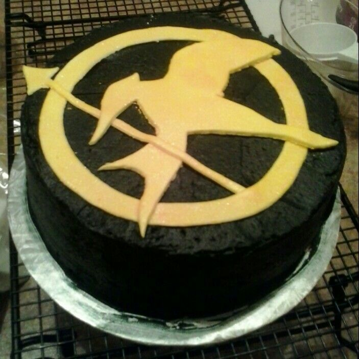 Hunger Games Mocking Jay Pin Cake!