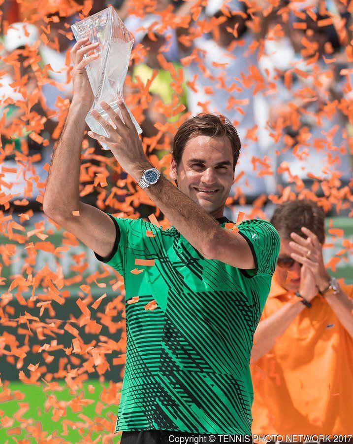 男子テニスのマイアミ・オープンは2日(日本時間3日)、シングルス決勝が行われ、第4シードのロジャー・フェデラー(スイス)が第5シードのラファエル・ナダル(スペイン)を6-3、6-4のストレートで下し、11年ぶり3度目の優勝を飾った。