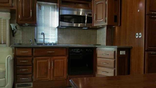 2007 Used Fleetwood Providence 40E Class A in Kansas KS.Recreational Vehicle, rv, 2007 Fleetwood Providence 40E, Used Fleetwood RV/TX Fleetwood Providence (40E) with 3 slides and 61,500 miles. This RV is approximately 40'in length with a 350HP Caterpillar engine, Allison 6 speed automatic transmission, Freightliner chassis, 7.5KW Onan diesel engine, power patio and door awnings, slide-out room toppers, electric/gas water heater, 10K lb hitch, automatic hydraulic leveling system, 3 camera…