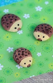 Resultado de imagen de rock painting hedgehog