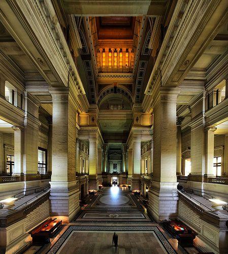 Palais de justice de Bruxelles - Le plus grand palais de justice du monde, le plus grand édifice public construit au XIXe siècle dans le monde, sa superficie est plus grande que Saint-Pierre de Rome, le plafond de la salle des pas perdus culmine à plus de 90m de haut