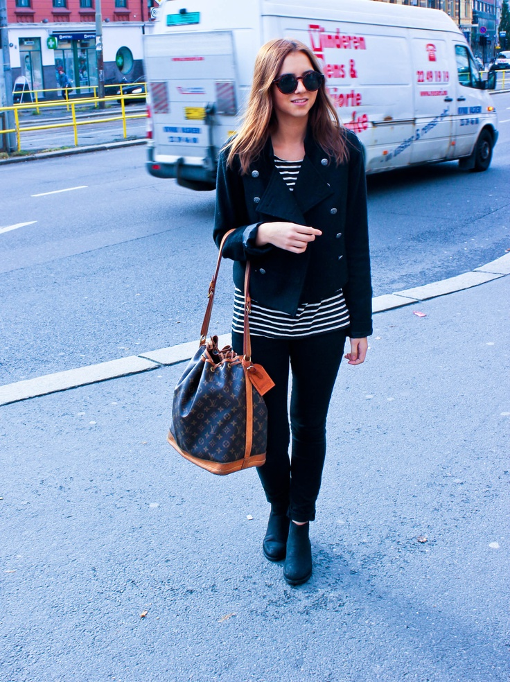 Street Style. oslo. Louis vuitton bag