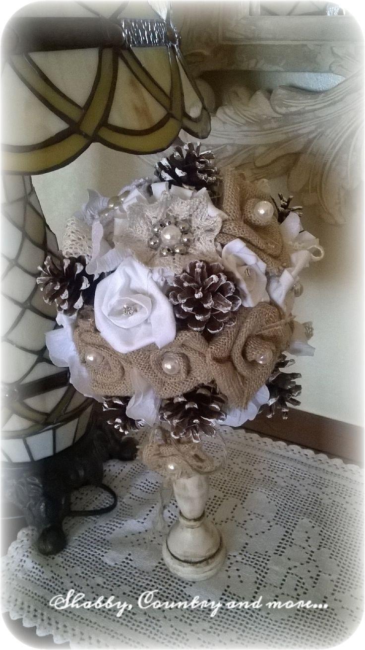 Bouquet di ritagli di stoffa, juta  , pizzi, perle e pigne in perfetto stile Shabby chic....