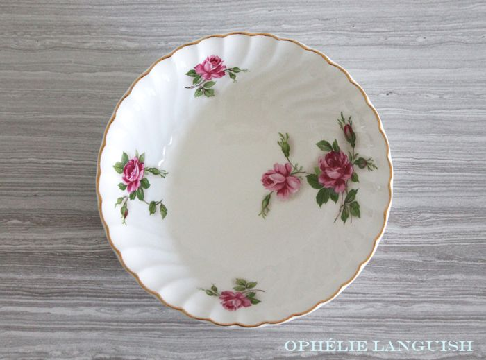 Charmingly shabby chic set of four coupe cereal/soup bowls in the Enchantment pattern. Pink rose motif with gold trim. Swirl style with scalloped edges. A quintessential addition to any shabby chic or cottage chic table.
