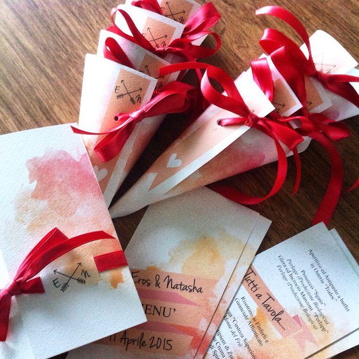 Suite partecipazioni di matrimonio completa di menù e coni porta riso! Tema acquerello corallo! Colori personalizzabili .. Su www.welove.name