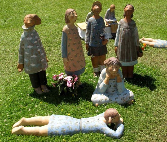 Foto von Beate Bentele, Diessener Töpfermarkt,Figuren von German de JuanoDiessen am Ammersee -> Fotoarchiv 2011