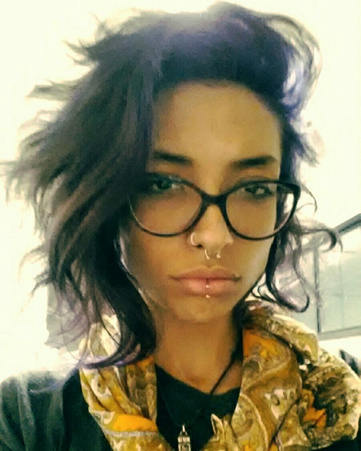 #cabelo #curto #undercut #purple #piercing #labret #septo #nostril #glasses
