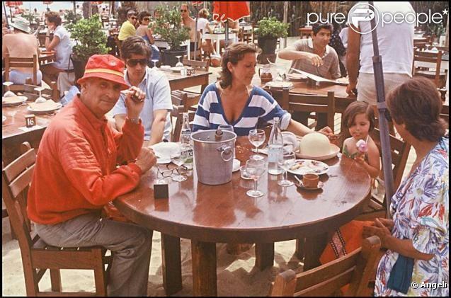Louis de Funès en vacances à Saint-Tropez en 1982, Julia, présente sur la photo, avait alors 3 ans ! - Photos