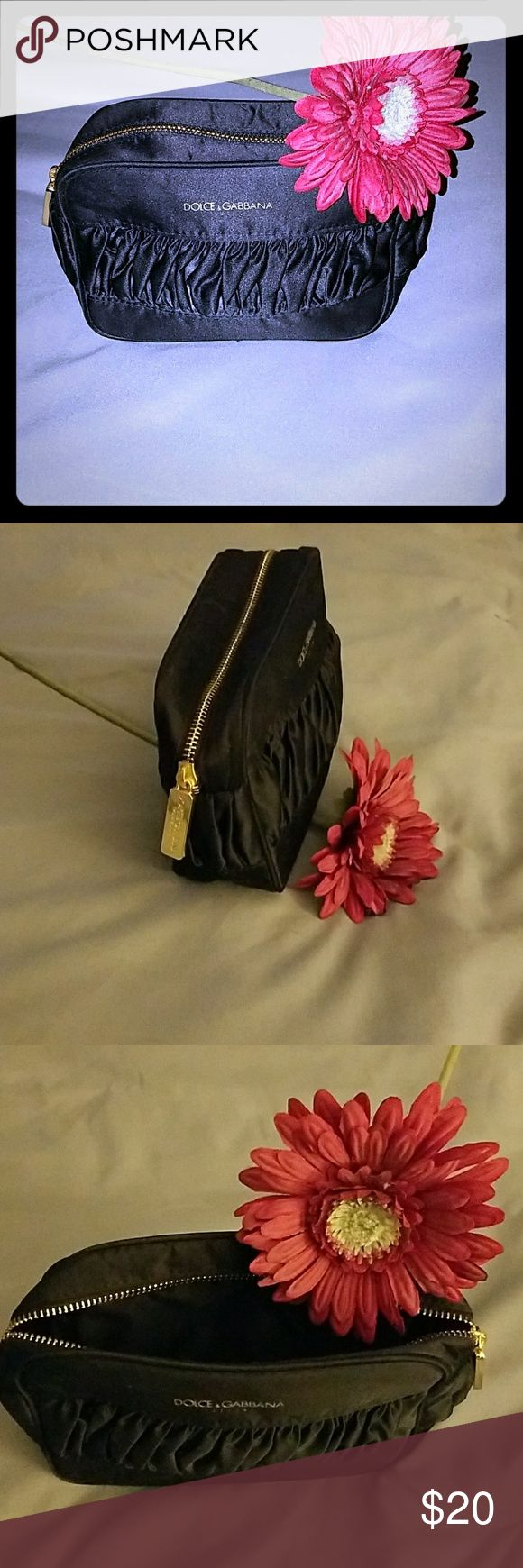 DOLCE & GABBANA SMALL COSMETIC BAG Small little bag that you can use for makeup bag or a clutch 👝  never be use Dolce & Gabbana Bags Cosmetic Bags & Cases