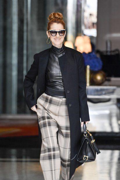 Unterwegs: 3. Juli 2016: Celine Dion verlässt das Royal Monceau Hotel in Paris und strahlt für die Fotografen in die Kameras.