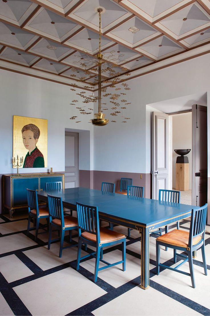 Blue dining space. / Le château contemporain de Pierre YovanoviTch.