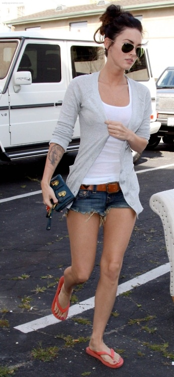 love megan fox's casual californian style.