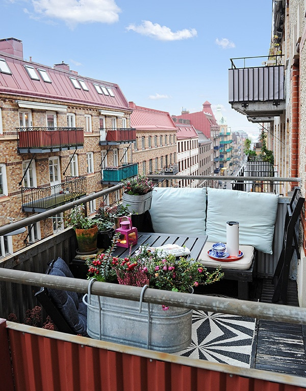 inspiratie voor het inrichten van een klein en gezellig balkon #balkon #balcony #cozy_balcony #inspiratie #balkon_tuin