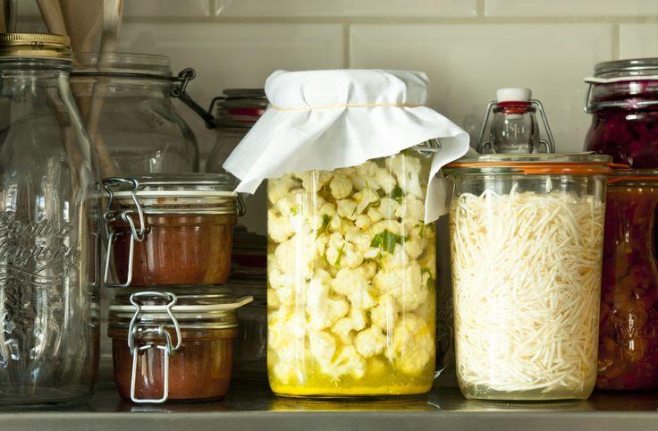 Selderijsalade van gefermenteerde knolselderij. Dit recept laat zien dat fermenteren niet altijd dagen hoeft te duren.
