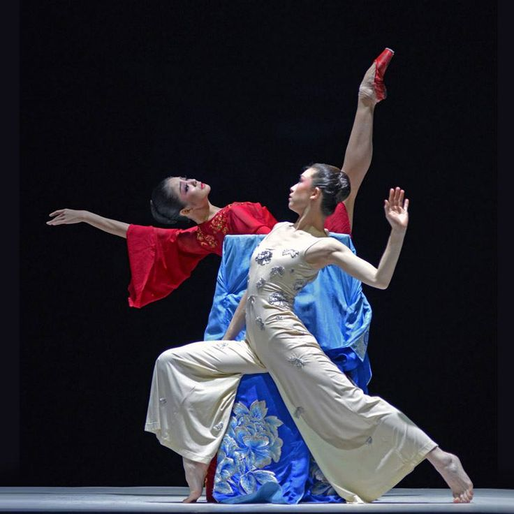 "Zhang Jian and Zhu Yan in ""The Peony Pavilion"". © Dave Morgan."