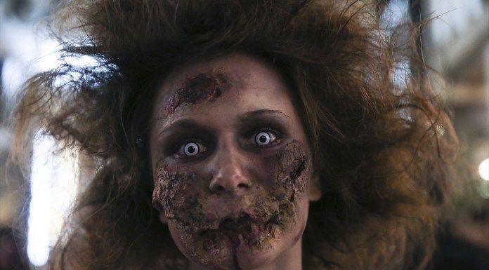 Yunanistan'ın başkenti Atina'da zombi yürüyüşü gerçekleşti. Sintagma meydanında toplanan zombi makyajı yapmış Atinalılar renkli görüntüler oluşturdu.           The post Atina'da zombil çılgınlığı appeared first on nediyor.com. nediyor.com   #Atina'Da, #Çılgınlığı, #Zombil http://havari.co/atinada-zombil-cilginligi/