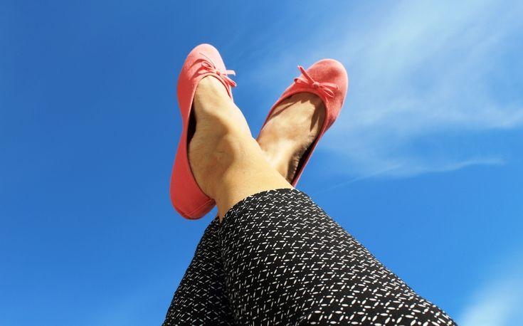 Sommerens favoritt – bukse i zigarettsnitt Denne buksen kan hurtig blisommerens favoritt – smal, uten lommer, høyt liv og sydd i stretch stoff. Se her en tutorial for hvordan du…