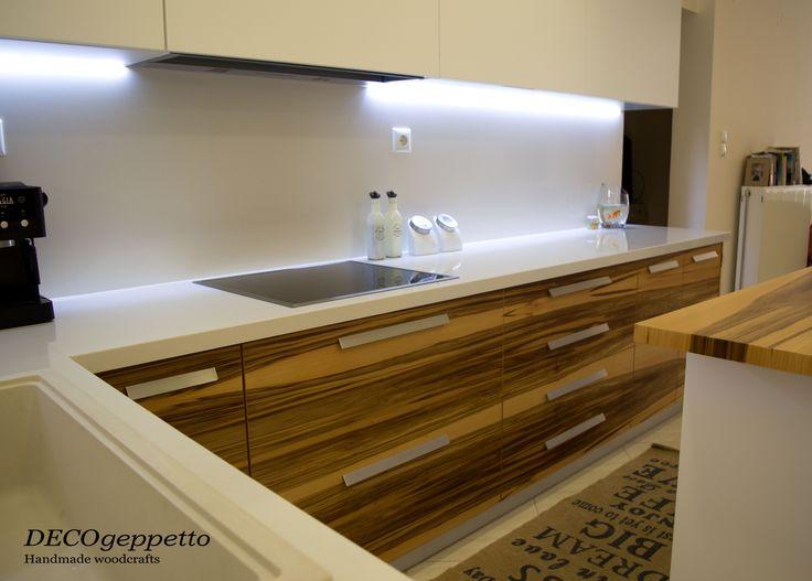 Κουζίνα ιδιαίτερου σχεδιασμού και κατασκευής , σε συνδυασμό φυσικής καρυδιάς και  λάκας λευκής