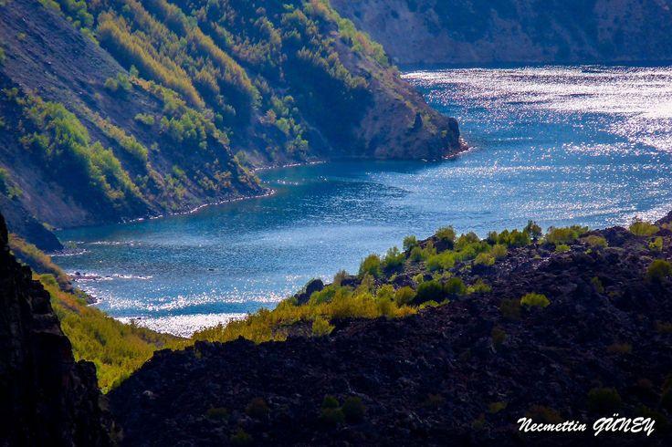 Dünyanın ikinci, ülkemizin birinci krater gölü: Nemrut Krater Gölü - Tatvan (Bitlis)   Necmettin Güney