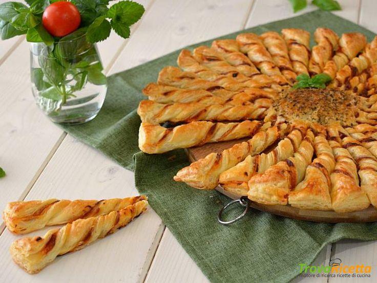 Girasole di pasta sfoglia gusto pizza  #ricette #food #recipes