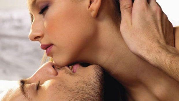 """Cuvintele """"murdare"""" rostite între asternuturi sunt un factor teribil de excitant pentru barbati. Pana una alta, orice reprezentant al sexului tare isi doreste o femeie cel putin dezinvolta, daca chiar usor perversa,"""