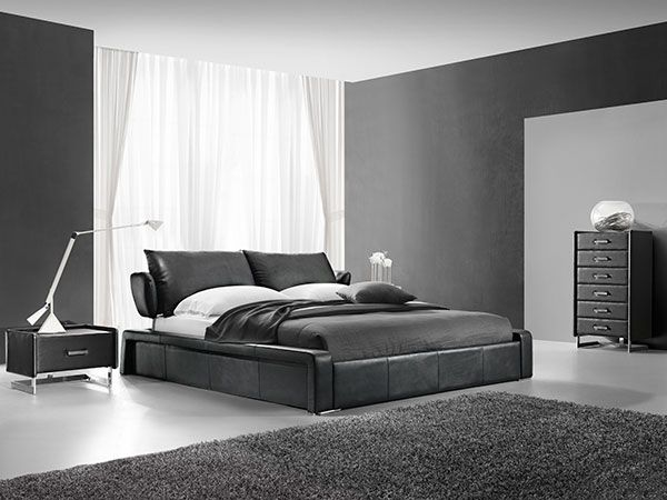 Oslo seng svart fra Thomas Hill.  #THinterior