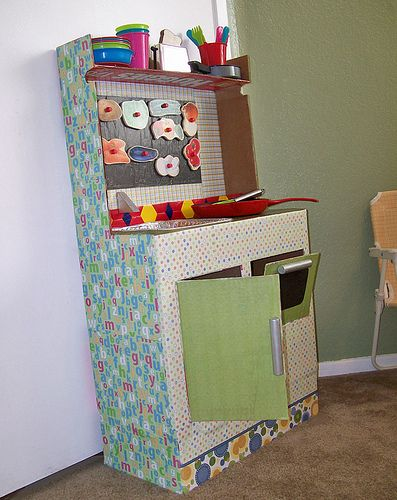 How to make a play kitchen from diaper boxes