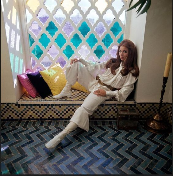 Talitha Getty - Style Icon! A controversial fashionista that left the world in awe with just one image in Morocco, this alluring beauty became Yves Saint Laurent's muse at one sight!  Read more by clicking on the visit link!