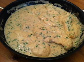 Zöld fűszeres szószos csirke, ennél fincsibb és egyszerűbb főételt még nem készítettem.