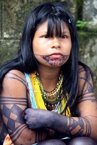 Protesta. Indígena Emberá espera durante el paro de indígenas en Quibdó, capital del departamento de Chocó. Colombia