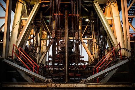 Most U.S. Businesses Will See a Boost From Cheap Oil, Economists Say