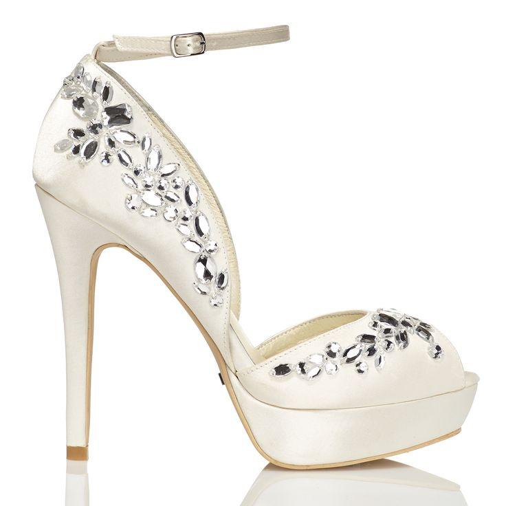 Zapato de novia en satín con pedrería de Menbur (ref. 6164) Satin bridal shoes by Menbur (ref. 6164)