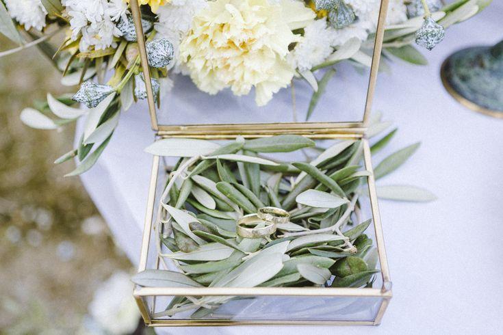 Frühlingshafte Hochzeitsinspirationen in Gelb und Olivgrün | Hochzeitsblog The Little Wedding Corner