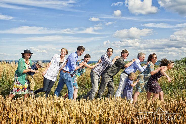 Fotograf Fotoatelier Fotostudio Boltenhagen Stellshagen Dassow Groß Schwansee Wismar Portraits am Strand Strandfotos Familienfotos Gruppenfotos Familienportraits Außergewöhnliche Gruppenfotos MV