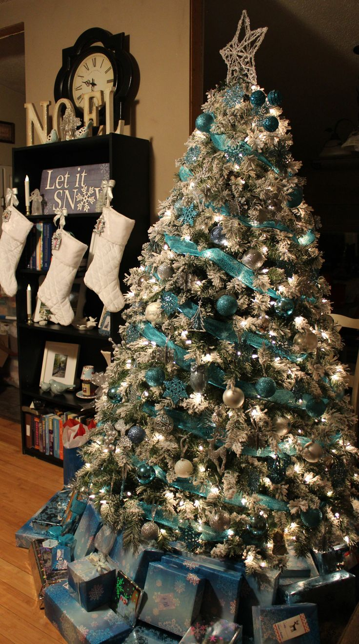 Turquoise, Blue, White, & Silver Christmas Tree ... Would rather see mesh instead of ribbon