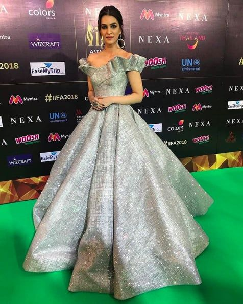 6a7b63e876 Kriti Sanon | Here Are All The Outfits Bollywood Celebs Wore At The IIFA  Awards 2018