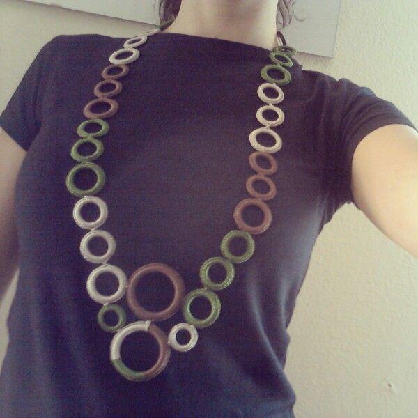 Collana realizzata con anelle rivestite a uncinetto.  Handmade Ilerobybijoux
